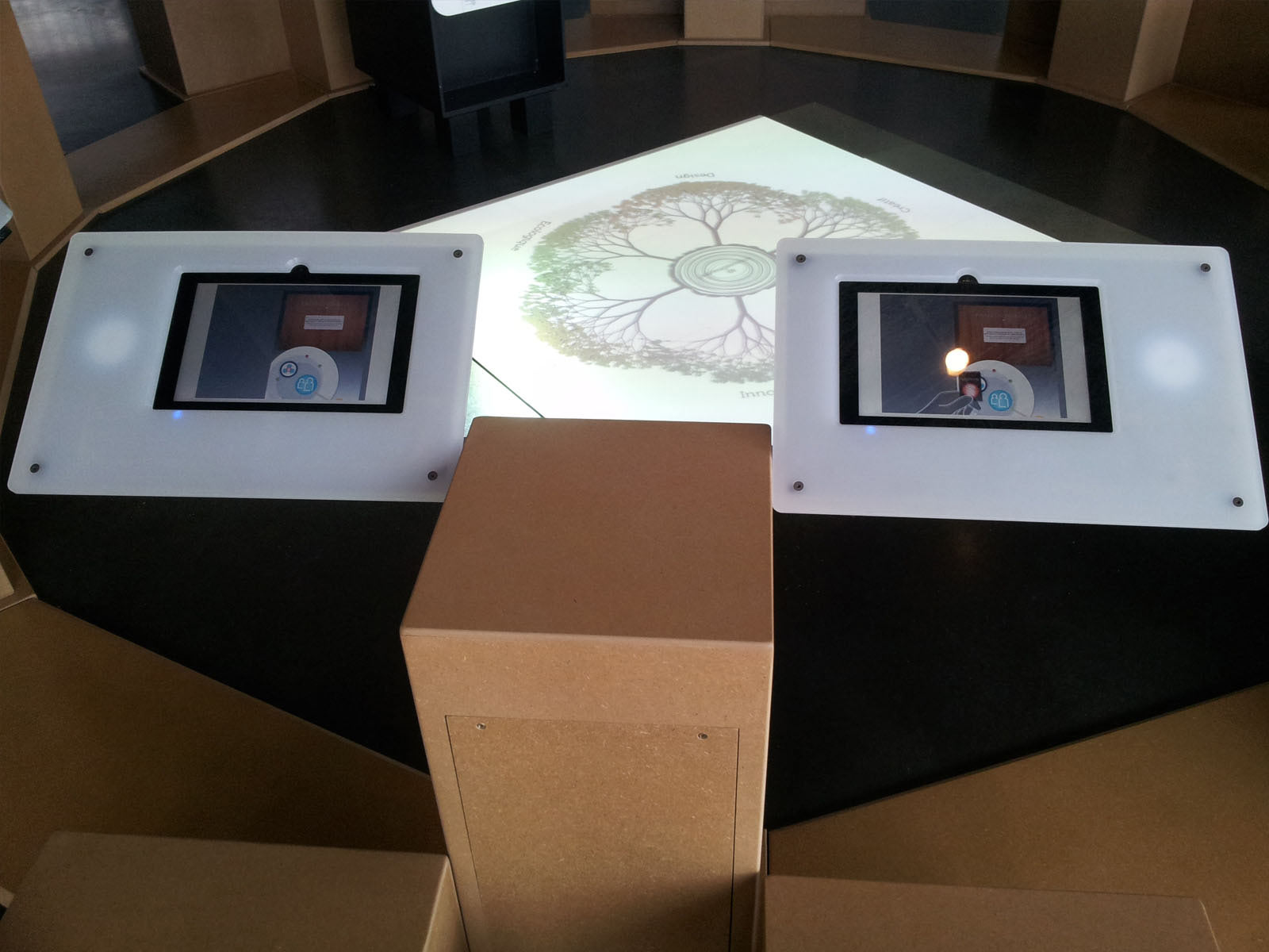 support tablette tactile. Black Bedroom Furniture Sets. Home Design Ideas